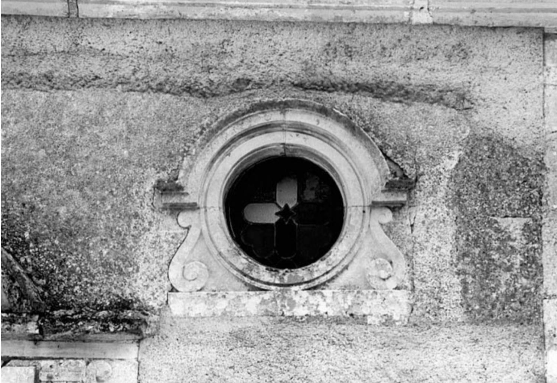 8.3 - Château de Deffens : La chapelle - Oeil de boeuf