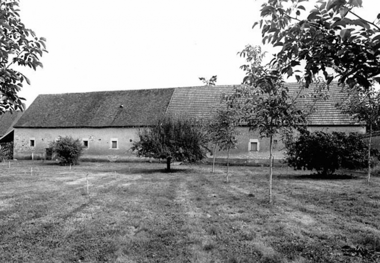 7 - Château de Deffens :  Grange, étable et bergerie - Façade postérieure