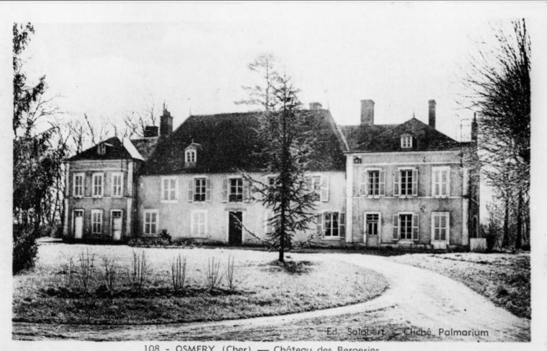 3 - Château des Bergeries : Façade côté jardin