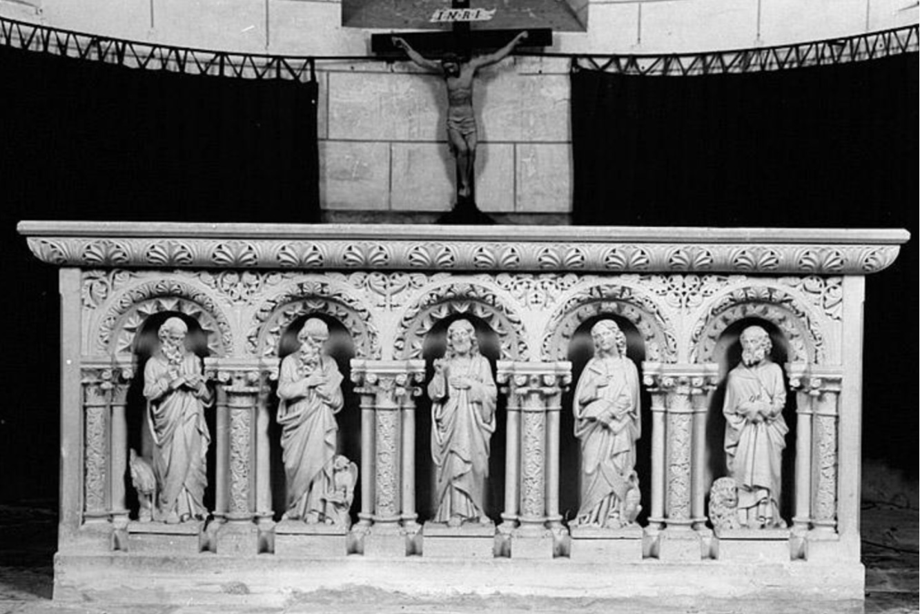 1.3 - L'autel - Vue de face